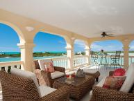 Tropical Shores Villa - Ideal for Couples and Families, Beautiful Pool and Beach