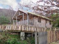 ACORN LODGE, bespoke log cabin, sauna, underfloor heating in Fort William, Ref 18920