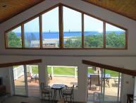 Annetti's Watch: Ocean views, central A/C & 0.5 mi to beach