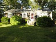 Hyannis Port Vacation Cottage, Great Near Beach Location and Pet Friendly!