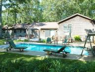 MONEN - Vacation Retreat, Heated Pool, AC, WiFi, Close Proximitity to Towns and Beaches , Perfect Home for Extended Families.