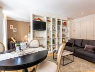 Homearound Rambla Suite & Pool - Luxury (1BR_61C)