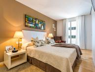 Homearound Rambla Suite & Pool - Luxury (1BR_61D)