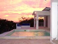 La Sirena: Peaceful Villa w/ pool & beach access