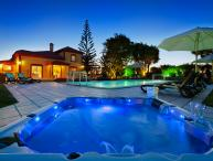 Casa Grande - 6 Bedrooms, outside kitchen, fenced pool, wheelchair friendly
