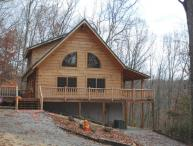 Running Bear- Peaceful, Tranquil Log Cabin, Pet Friendly, Family Friendly, WIFI