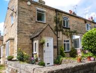 CABBAGE HALL COTTAGE, pet-friendly cottage, close pubs, romantic retreat, WiFi, Clifford nr Wetherby Ref 29119