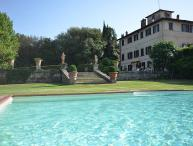 16 persons with 8 bedrooms, private pool and WiFi. Only 2 km to Montepulciano!