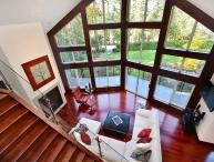 Luxurious 3 Bedroom Upper Executive Home Near Sidney