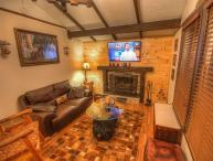 Sleeps 5, Minutes to Skiing, Hiking, Mountain Biking, Boating, Wood-Burning