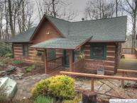 3BR Log Cabin, Hot Tub, Nestled in Private Setting Beside the Blue Ridge Parkway, Winter Grandfather Mountain View, Fireplace, Fire Pit for Gatherings, Wireless Internet, Minutes from Downtown Blowing Rock and Boone, 2-car Garage