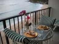 SMACK DAB ON BEACH HAWAIIAN PRINCESS CONDO=SUPER CLEAN-FREE PKG & WIFI