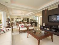 Charming 5 bedroom Home in Jurerê International