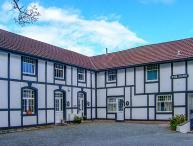 OAKWOOD MEWS COTTAGE, pet-friendly, enclosed garden, WiFi in Conwy Ref 922916