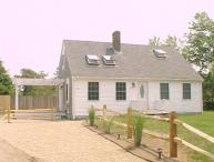 CHARMING CAPE AND GUEST HOUSE JUST MINUTES FROM SOUTH BEACH AND EDGARTOWN