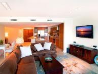 Stunning 3 Bedroom Condo in Oyster Bay