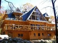#136 Custom-built log lodge w/stone fireplace, outdoor hot tub & internet
