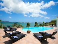Spacious 3-bedroom luxury villa with boat dock