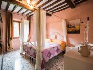 Charming Farmhouse with a Private Courtyard in Cortona - Casa Lina