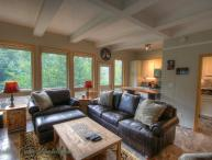 Sleeps 5, Newly-Renovated Ski Condo, Short Walk, Beautiful View of the Slopes, Close to the Village, Cable TV