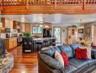 #523 EUREKA SPRINGS Gorgeous Home with outstanding amenities and finishes! $330.00 - $375.00 BASED ON DATES AND NUMBER OF NIGHTS (plus county tax, SDI, Cleaning fee and processing fee)