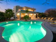Villa Viktoria - Contemporary 4 bedroom villa - Close to many amenities. Great P