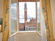 Siena Apartment on the Famous Piazza del Campo - Liana