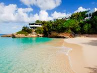 Enjoy an easy walk to spectacular Meads Bay Beach from this relaxing villa. IDP JAS