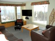 Big White Eagles Resort Huge 3 Bedroom Condo with Prime Location!