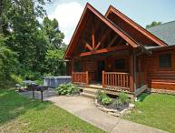 Beautiful Hocking Hills 7-8 bedroom lodge