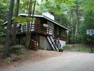 Woodland Chalet: 4 br, 2 ba, fireplace, deck, grill, 2 TVs, 2 living rooms, AC