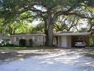 Bargain Quiet Cozy Home under Canopy of Oak Trees
