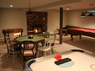 Maple View House: fireplaces, sauna, jettub, 4 TVs, deck, firepit, game room, AC