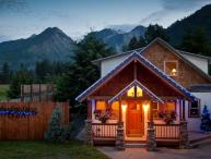 Custom Home with Magnificient Mountain Views