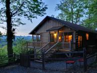 Stunning pet friendly Mountain View Log Cabin.