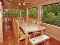 MEMORIES & MINISTRIES LUXURIOUS CABIN WITH GLASS PORCH FOR FAMILY REUNIONS!