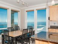 Promo! Oceanfront Luxury Condos/Hot Tubs/Pool/WiFi
