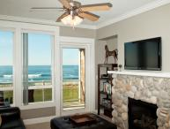Oceanfront Luxury Condo with Private Hot Tub, Indoor Pool & WiFi