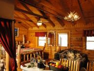1BR/BA Log Cabin: Perfect Spot for Couples!