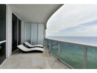 Magnificent 3 Bedroom Condo on the Beach