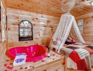 Hanky Panky Romantic Smoky Mtn Honeymoon Cabin