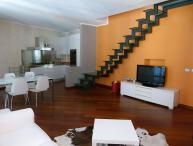 Milan 2 bedroom apartment 3 metro stops from Duomo