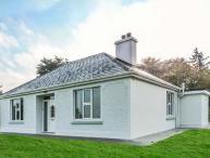 FARM VIEW COTTAGE, detached, open fire, multi-fuel stove, WiFi, private garden, Killarney, Ref 927678