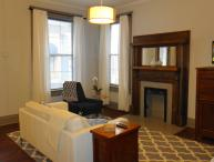Downtown Executive Flat Great Convenient Location!