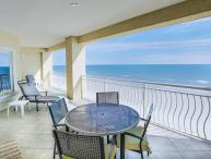Avail ,Luxurious Oceanfront Living Sleeps 6