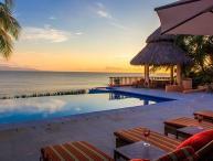 Oceanfront villa in El Farallon
