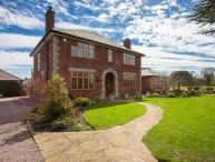 THE OAKS, superb detached house, en-suites, two woodburners, games room, ideal for families, in Penyffordd, Wrexham, Ref 927070