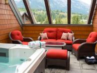 Canmore Summit Penthouse 2 Bed + Den Fairholme Suite with Hot Tub