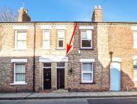 FLAT 2, first floor apartment, zip/link bed, WiFi, permit parking, in York, Ref 920658