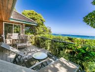 Niulani Oceanfront Beach House, Walk to Kapaa Town, March Stay Special